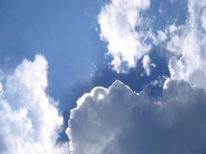 Sol iluminando las nubes