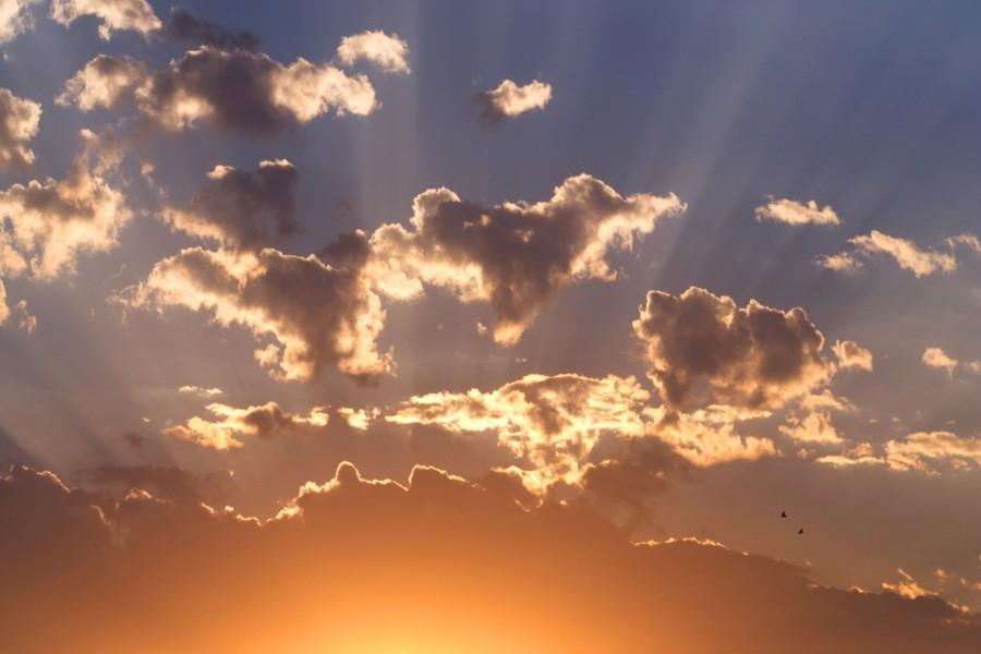 Sol iluminando el cielo