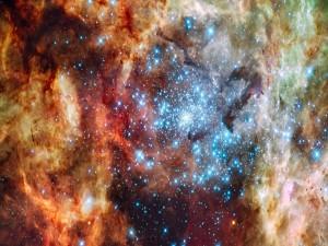 Estrellas brillantes en una nebulosa