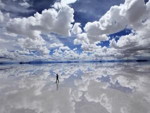Caminando por el Salar de Uyuni (Bolivia)