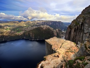 Formación rocosa Preikestolen (Fiordo de Lyse, Noruega)