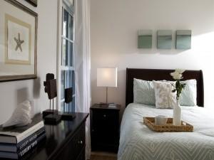 Un elegante y moderno dormitorio
