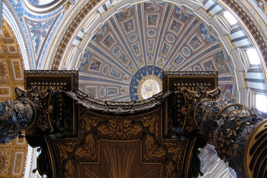 Baldaquino de San Pedro bajo la cúpula (Basílica de San Pedro)