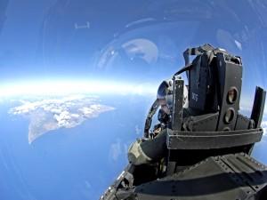 Piloto en un avión de combate