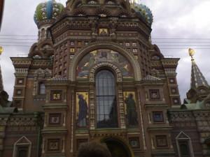 Fachada de la Iglesia del Salvador sobre la sangre derramada (San Petersburgo)