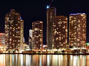Luces en los edificios de una ciudad