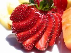 Fresa cortada en láminas