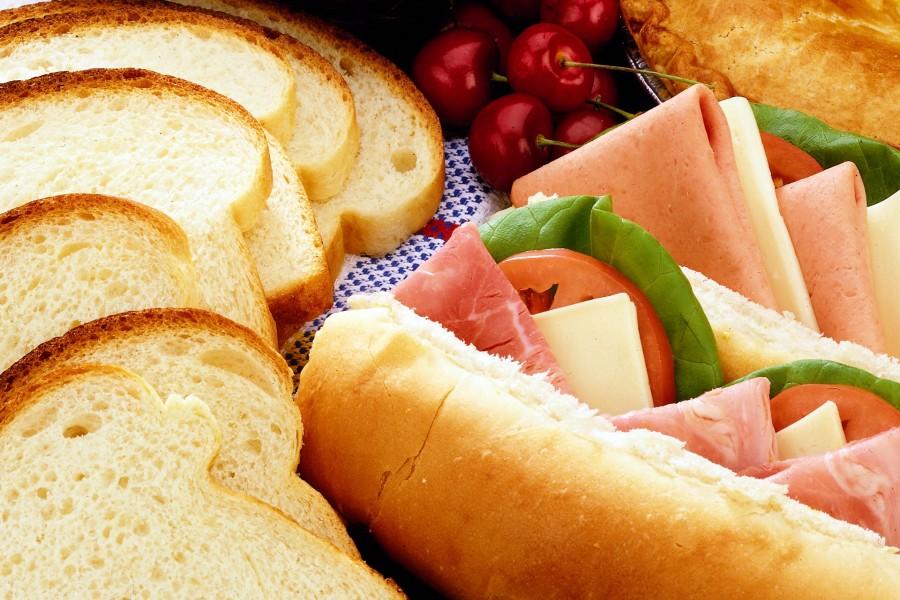 Bocadillos, panes y cerezas