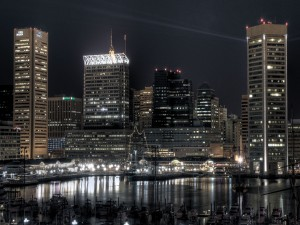 Vista nocturna del puerto interior de Baltimore (Maryland)