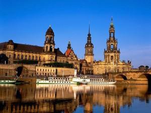 El río Elba a su paso por Dresde (Alemania)
