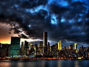 Cielo nuboso sobre la ciudad