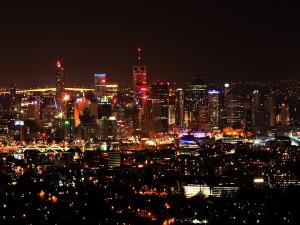 Luces iluminando la ciudad