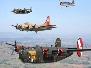 Aviones militares en vuelo