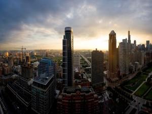 Edificios y rascacielos en una ciudad
