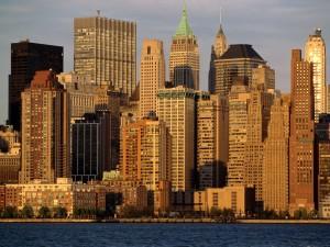 Edificios iluminados por el sol