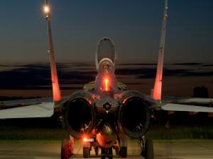 Avión de combate iluminado