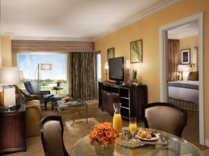 Desayuno en una habitación de hotel