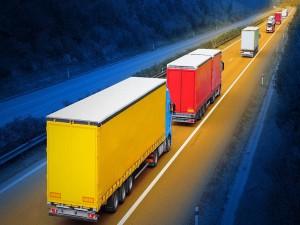 Grandes camiones en la carretera