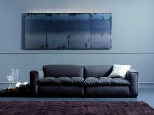 Sofá en un salón moderno