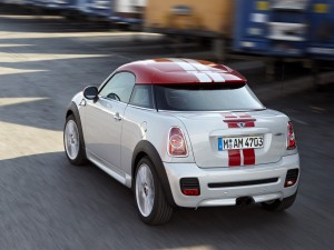 Mini Cooper Coupe rojo y blanco
