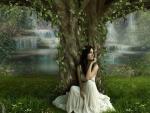 Chica sentada junto a un árbol