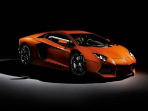 Lamborghini Anventador de color naranja