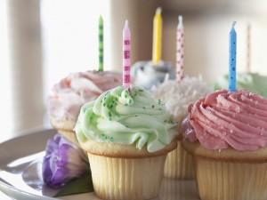 Ricos cupcakes para celebrar un cumpleaños