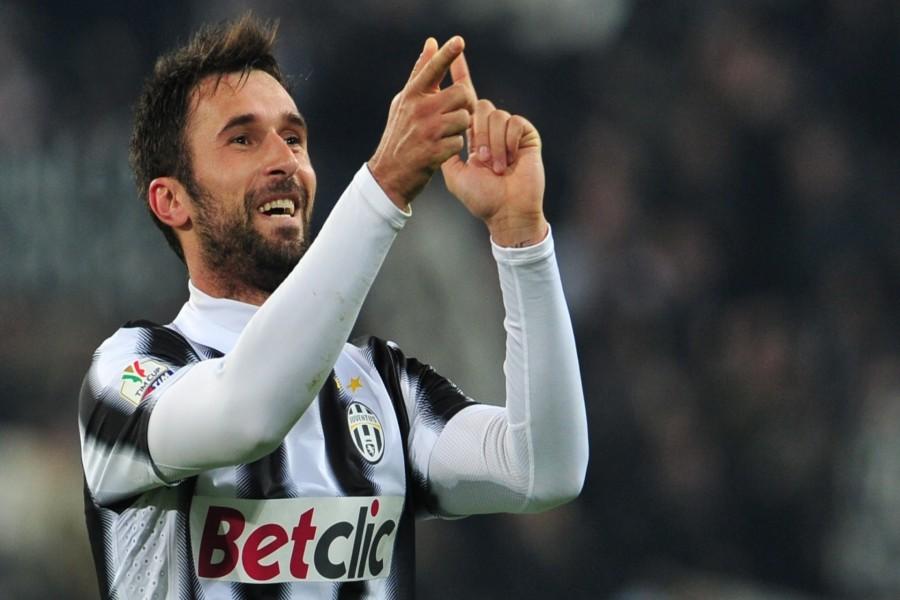 Mirko Vucinic jugando con la Juventus