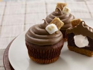 Cupcakes de chocolate rellenos de malvaviscos