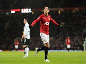 Chicharito en un partido con el Manchester United