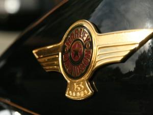 Emblema dorado de Harley-Davidson