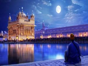 Contemplando el Templo Dorado (Amritsar, India)
