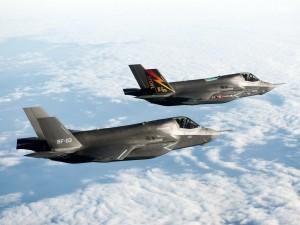 Dos aeronaves de combate Lockheed Martin F-35 Lightning