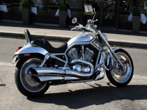 Una Harley-Davidson en la calle