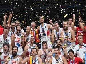 Felipe VI celebrando el triunfo de España en el EuroBasket 2015