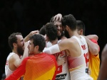 Abrazo de los jugadores de la Selección de baloncesto de España (EuroBasket 2015)