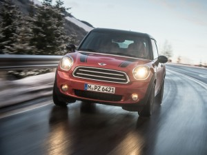 Mini Cooper D Paceman ALL4 en una carretera