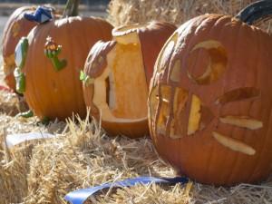 Grandes calabazas decoradas para Halloween