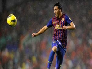 David Villa jugando con el Barcelona en un día de lluvia