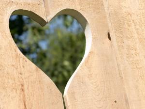 Corazón tallado en madera