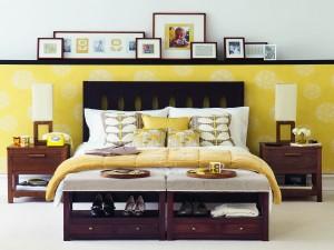 Un dormitorio en tonos amarillos
