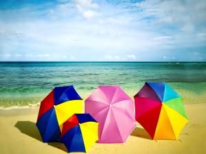 Sombrillas en la arena
