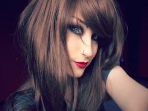 Lolina Green con un piercing