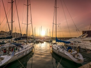 Puerto deportivo con varios yates