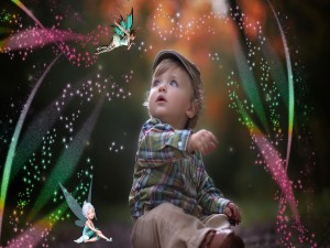 Niño en un bosque de hadas