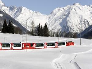 Tren de pasajeros en la nieve (Suiza)
