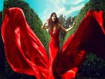 Mujer con un espectacular vestido rojo