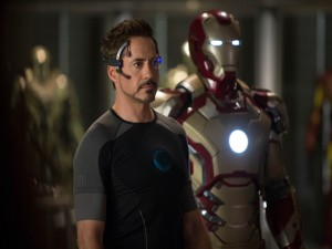 Tony Stark junto al Mark 42 (Iron Man 3)