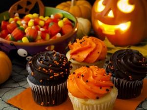 Cupcakes y caramelos para festejar Halloween