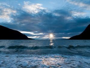 Salida del sol sobre el lago Baikal